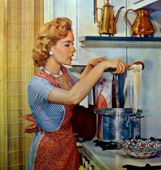 Retro mom at work in the kitchen. 1950s Housewife, Vintage Housewife, Photo Vintage, Vintage Ads, Vintage Wife, Vintage Apron, Vintage Cooking, Vintage Kitchen, Vintage Pictures