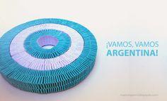 origami - escarapela argentina realizada con tiritas de papel trenzadas