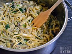 Spinach Artichoke Wonderpot - Budget Bytes :: this is delicious and easy. I skipped the vegan part and put Parmesan cheese in right before I served it. Pasta Recipes, Dinner Recipes, Cooking Recipes, Pot Magique, Artichoke Pasta, Artichoke Spinach, Artichoke Hearts, Wonder Pot, Vegetarian Recipes