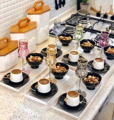 Food Gallery, Food Decoration, Food Platters, Arabic Food, Turkish Recipes, Iftar, Foods To Eat, Breakfast Dishes, Food Presentation