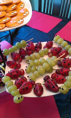 Lady bug strawberries, caterpillar grapes! A great way to celebrate #valentines with the kiddos!