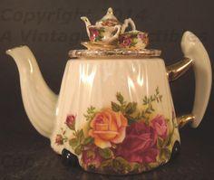 Royal Albert Cardew Victorian Tea Table Teapot / Vintage Collectibles Showcase