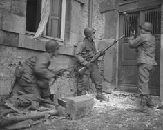 Three soldiers of the 117th Infantry Regiment, 30th Infantry Division U.S. Army break out the door of a house in the Belgian town of Stavelot (Stavelot) in search of a German sniper. Armed soldiers left M1 carbine, the other two - M1 rifles with grenade launchers