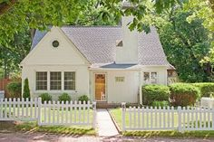 I die for how sweet this 1948 cottage is!