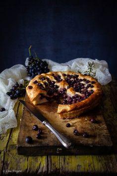 Schiaccia,ciaccia Toscana con uva canaiola o uva fragola cake with grapes Torte Cake, Bagel, Food Photography, French Toast, Bread, Breakfast, Morning Coffee, Brot, Baking