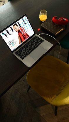Como arrumar a cama: um guia ilustrado por Natália Giacometti, personal organizer | Living Gazette Personal Organizer, Rio, Checkerboard Floor, Cookie Tin, Bed Making, Deck