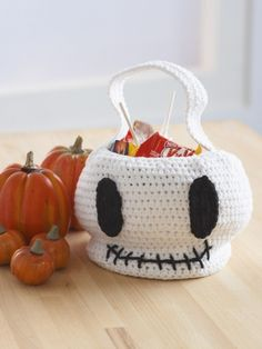 Free Pattern - Cute #crochet skull bag for the littlest trick or treaters. #halloween