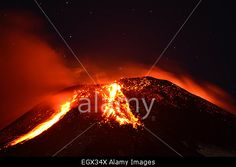Pucon, Chile. 3rd Mar, 2015. View of erupting #Villarrica #Volcano causing immediate evacuation of 3,385 people. © Str/Xinhua/Alamy Live News