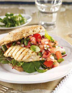 Marinert kyllingburger med tomatsalsa Salmon Burgers, Sandwiches, Favorite Recipes, Chicken, Ethnic Recipes, Kitchen, Healthy Dinners, Foods, Drinks