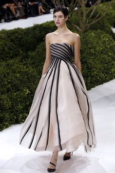 One of our absolute faves from Christian Dior Couture Spring 2013. It's just so pretty!!