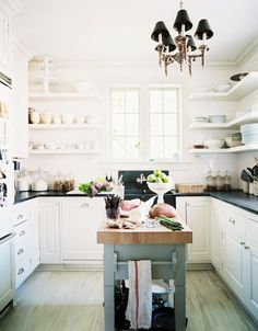 10 ways to a better rental kitchen || moveable island or kitchen table