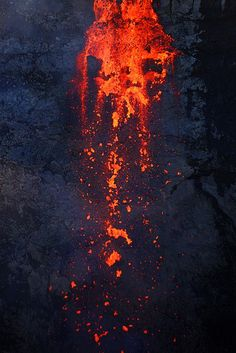 Lava Dragon fire There could be a dragon that lives submerged in the magma Mother Earth, Mother Nature, Volcan Eruption, Landscape Photography, Nature Photography, Lava Flow, Photos Voyages, Natural Phenomena, Natural Wonders