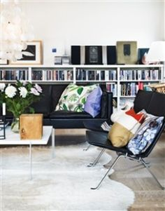 99 Small House Hacks To Make Your Room Look Modern And Bigger Small Space Living, Small Spaces, Living Spaces, Living Room, Scandinavian Interior Design, Scandinavian Style, Deco Design, Cafe Bar, Furniture Arrangement