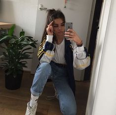 Sneakers outfit yellow new ideas Mode Outfits, Grunge Outfits, Trendy Outfits, Spring Outfits, Looks Chic, Looks Style, Teen Fashion, Fashion Outfits, Fashion Trends