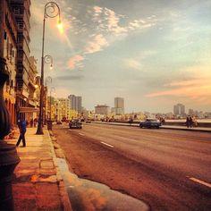 Como una ciudad que se detuvo en el tiempo y su libertad murió engavetada. #LaHabana #Cuba