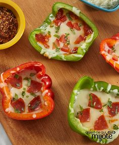 Create bell pepper 'pizzas' for a new take on the classic pizza. Our Bell Pepper 'Pizzas' Two Ways recipe features pepperoni, tomatoes and basil with, of course, cheese. Serve this innovative appetizer at your next game night. Quick And Easy Appetizers, Easy Appetizer Recipes, Best Appetizers, 100 Calories, Pepperoni Slices, Favourite Pizza, Cheesy Recipes, Nutrition, Recipe Please