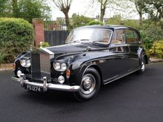 """William Loughran - 1965 Classic ROLLS ROYCE Phantom V Limousine by James Young """"Everyone should have one of these. Old Rolls Royce, Rolls Royce Limo, Voiture Rolls Royce, Classic Rolls Royce, Swinging London, Retro Cars, Vintage Cars, Antique Cars, Rolls Royce Phantom"""