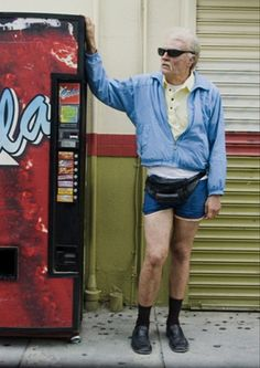 johnny Knoxville playing Irvin Zistman