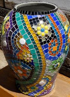 Mosaic Interpretations - Currently most of my work focuses on creating a variety of mosaic products - mirrors, tables, house numbers, bird baths - diJutal Mosaic Planters, Mosaic Garden Art, Mosaic Vase, Mosaic Tile Art, Mosaic Flower Pots, Mosaic Artwork, Mosaic Diy, Mosaic Crafts, Mosaic Projects