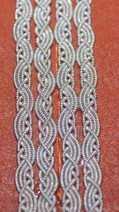 Celtic Crafts, Medieval Crafts, Viking Garb, Bone Jewelry, Art Necklaces, Macrame Tutorial, Braided Bracelets, Thread Work, Wire Weaving