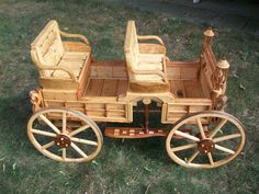 Risultati immagini per wooden carriage model Wooden Toy Cars, Wooden Wagon, Wooden Truck, Diy Wood Projects, Woodworking Projects, Wood Crafts, Horse Wagon, Wood Toys Plans, Homemade Furniture