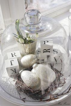 "2013-03-05 Our glass ... ""Fixed a little Spring in my glass items, cups, vases, boxes"".   Vitt hus med vita knutar: Vår i glas..."