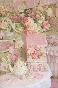 Shabby Chic Bedroom Decorating Ideas And Pictures amid Home Decor Bargains Online and Home Decor Online Cheap after Home Decor Online Japan only Home Decor Online For Cheap Shabby Chic Français, Shabby Chic Romantique, Casas Shabby Chic, Shabby Chic Bedrooms, Shabby Chic Furniture, Furniture Vintage, Rose Cottage, Shabby Cottage, Cottage Chic