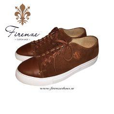 Sneaker med captoe handgjord i brun mocka Brown Sneakers, Front Row, Louis Vuitton, Shoes, Fashion, Men Styles, Moda, Zapatos, Louis Vuitton Online