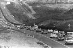 Vista parcial da via Anchieta, no município de São Bernardo do Campo, em foto de 11-4-1971