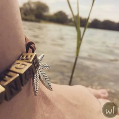 Who doesn't love a stylish and elegant anklet in the summertime?!☀️ weedlets bracelets can be carried in various ways! #jewelry #bracelet #summer #vintage #boho #gipsy #chic #hippie #streetstyle #fashion #weed #cannabis #ganja #owl #leaf #nature #lake #Vienna #Austria #unisex #elegant #stylish #anklet #classy #charm