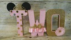 Ce papier mâché libre debout décoré lettres sont parfait pour une redevance bébé douche thème décoration fête, Table de gâteau, chambre de bebe ou pour une Photo Prop pour votre petite princesse, Baby Shower et beaucoup plus...  VOUS POUVEZ CHOISIR COMMENT VOUS VOULEZ QUE VOS LETTRES... Il peut également être réalisé avec dautres âges et mots... Si vous avez besoin une différente quantité de lettres sil vous plaît sentir libre à Contact moi...  La mesure de ce lettres sont denviron 8 de haut…