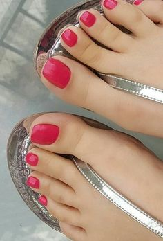 Pretty Toe Nails, Pretty Toes, Beautiful Sandals, Beautiful Gorgeous, Red Toenails, Nice Toes, The Violet, Foot Pics, Feet Nails