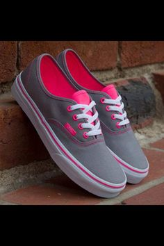 I think I may be the only one on the planet who doesn't own a single pair if vans. Even my 6 yr old brother has blue vans! I've been saying I'd buy myself a pair of gray (with pink insides? Even better) vans forever. Cute Vans, Cute Shoes, Me Too Shoes, Cool Shoes For Girls, Awesome Shoes, Girls Shoes, Converse Sneakers, Vans Shoes, Shoes Heels
