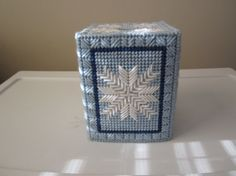 WINTER SNOWFLAKE Tissue Box Cover in Plastic Needlepoint