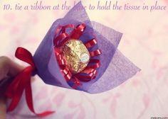 DIY: Chocolate Flower Bouquet for Mum Chocolate Flowers Bouquet, Chocolate Roses, Chocolate Gifts, Diy Bouquet, Candy Bouquet, Flower Boquet, Paper Bouquet, Chocolates Ferrero Rocher, Cadeau St Valentin