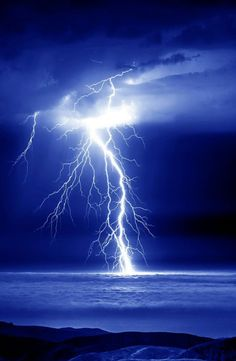 Pictures Of Lightning, Storm Pictures, Nature Pictures, Ride The Lightning, Thunder And Lightning, Lightning Storms, Lightning Strikes, Tornados, Awsome Pictures
