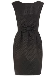 love the bow on this dress
