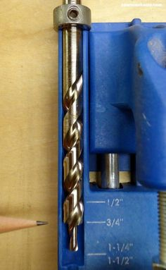 Want to know how to use a Kreg Jig? This tutorial gives tips for avoiding mistakes when drilling pocket holes for DIY projects - set the Kreg Jig drill bit collar