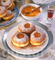 Lajos Mari konyhája - A farsangi fánkról – alaprecept Hungarian Desserts, Hungarian Recipes, My Recipes, Cooking Recipes, Donuts, Pancakes, French Toast, Sweet Home, Pudding
