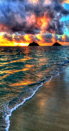 Sunrise in Lanikai Beach, Oahu, Hawaii. Oahu-- one of my favorite places. Beautiful Sunset, Beautiful World, Beautiful Places, Simply Beautiful, Amazing Places, Amazing Things, Amazing Nature, Beautiful Photos Of Nature, Amazing Sunsets