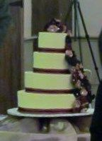 cake- not a good picture, but you get the idea of how the flowers (and ribbon went on)