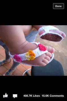 Crochet Child Booties sample to crochet child flip flops. Crochet Baby Booties Supply : pattern to crochet baby flip flops. Crochet Gratis, Cute Crochet, Crochet For Kids, Knit Crochet, Knitted Baby, Crochet Summer, Beautiful Crochet, Easy Crochet, Crochet Baby Sandals