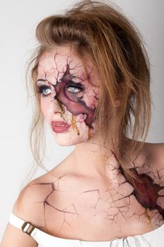 """Crack Open"" Halloween Makeup www.makeuppartne … (Artist unknown) … – Halloween Make Up Ideas Looks Halloween, Halloween Face Makeup, Alice Halloween, Halloween Costumes, Women Halloween, Homemade Halloween, Horror Make-up, Sexy Make-up, Make Up Gesicht"