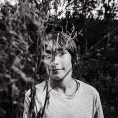 Retrato en blanco y negro de Sonja Stich, profesora del curso online de foto Composición Fotográfica en Hello! Creatividad