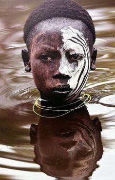 """Tribo das Margens do Rio Omo """"Homens de Kibish"""" na Etiópia"""