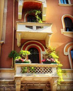 Milano via Melloni  #milano #milanodavedere #milanogram2016 #milanofashion #milanodavedere #milanodaclick #milanodascoprire #mycity #mycountry #mylife #like4like #likeforlike #like4follow #likes #follow4follow #balconi  #balcony #balconygarden #balconyflowers  #ingers #instamilano #instacool #architecture #architecturephotography #architecturepicture by dany.photos.27