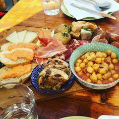 #spain #kanaren #canarias #palmen #lanzarote #futeventura #instatraveling #instagram #picture #jameosdelagua #jameosdelagualanzarote #palmtrees #cesarmanrique #teguise #plazza #spain #tapas #thebesttapas #restaurant #loris #loristeguise
