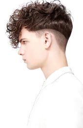This year's best curly hairstyles & haircuts for men, as picked by experts. Curly hair can be difficult to manage, but picking the right haircut will help. Curly Hairstyles For Boys, Curly Hair With Bangs, Curly Hair Men, Undercut Hairstyles, Vintage Hairstyles, Haircuts For Men, Short Hair Cuts, Curly Hair Styles, Man's Hairstyle