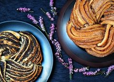 Estonian kringel - looks fantastic (poppy seed or cinamon flavour) Bread Dough Recipe, Ratatouille, Smoothies, Food And Drink, Sweets, Baking, Breakfast, Ethnic Recipes, Desserts