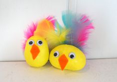 Bilderesultat for påskepynt barn Easter Crafts For Kids, Kids And Parenting, Tweety, Diy And Crafts, Preschool, Crafty, Malta, Stones, Easter Crafts For Toddlers